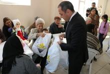 Վահե Հակոբյանն այցելել է բարեգործական ճաշարան և  նվերներ հանձնել շահառուներին